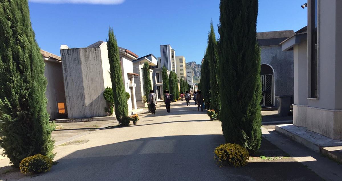 Santa Maria CV. Telecamere e cestini gettacarte, prosegue il restyling dell'area cimiteriale