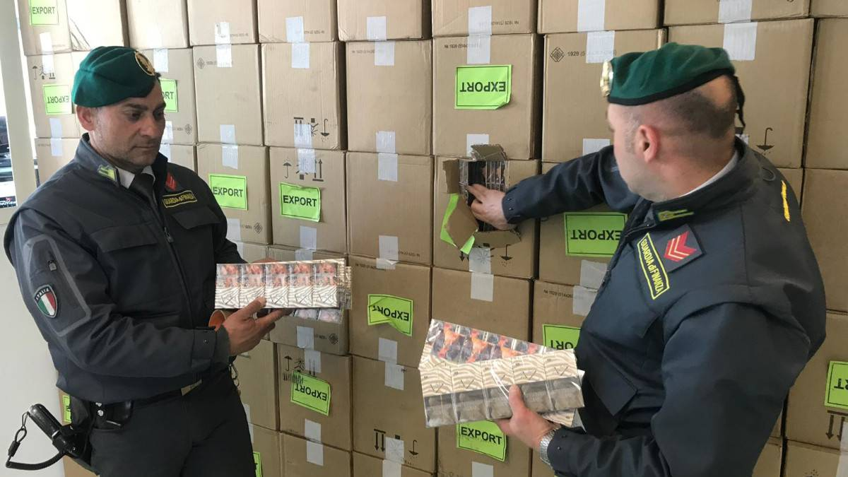 CONTRABBANDO DI SIGARETTE | Dalla Polonia erano pronte ad invadere il mercato campano