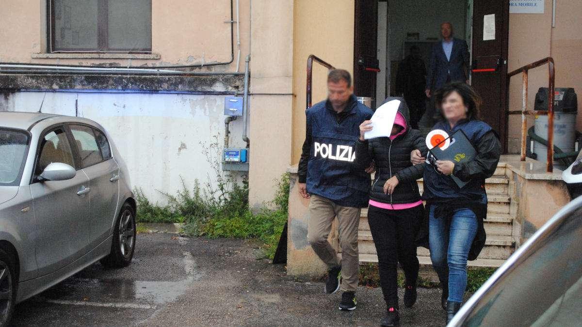 polizia arresto donna